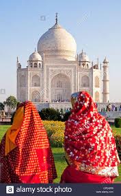 si e unesco geben sie frauen in bunten saris am taj mahal unesco heritage