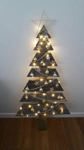 regular pallet tree with ornaments and lights