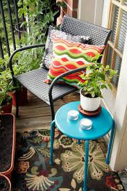Small Outdoor Table by Small Outdoor Decor Ideas Decorate Your Small Yard Or Patio