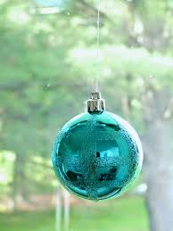 how to hang christmas ornaments in a window no damage dans le