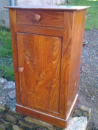 le de chevet ancienne ancienne table de chevet transformée en petit meuble télé la