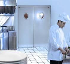 porte battant cuisine porte de restaurant industrimat fermetures