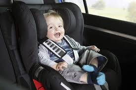 s curit routi re si ge auto attacher un enfant trop habillé à siège auto n est pas prudent