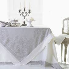 linen tablecloths and napkins