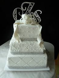 8 tier round white wedding cake with pearl beads don u0027t need that