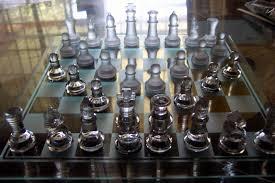 interesting chess sets file glasschessset jpg wikimedia commons