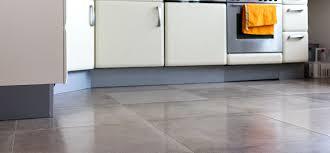 bodenfliesen küche beste bodenfliesen küche grau und ideen tolle fliesen in der