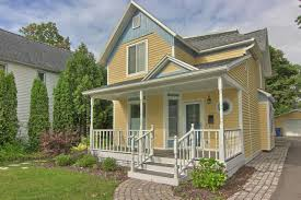 Cottages For Rent In Traverse City Mi by Traverse North Realty Features These Condos Cottages And