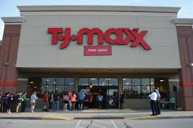 Tj Maxx Tj Maxx Attracts Large Lines On Opening Appears Primed For
