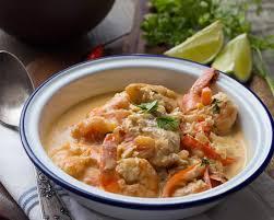 cuisine du poisson moqueca de peixe e camarao spécialité brésilienne au poisson et