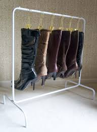 the boot rack includes 6 boot hangers organizing