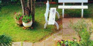 Decorate Small Patio How To Decorate A Small Living Room 9 Steps Onehowto