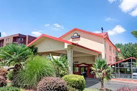 Hotels Near Six Flags Atlanta Ga Days Inn Atlanta Marietta Galleria Atlanta Hotels Ga 30339