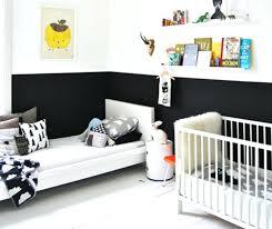chambre bebe noir noir et blanc sinvitent dans la chambre denfant joli tipi decoration