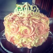 two tone buttercream rose cake with white chocolate tiara using
