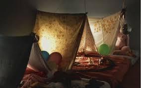 comment faire une cabane dans sa chambre cabane intérieure 10 idées créatives