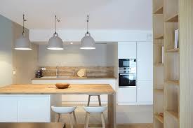 cuisine et vie réalisation skéa designer blanc bleu jaune un appartement au