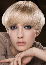 twiggy hairstyle short and bowl shaped twiggy hairstyle that frames the eyes
