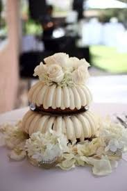 noah u0027s event venue bundt cake with cake topper and mini cakes