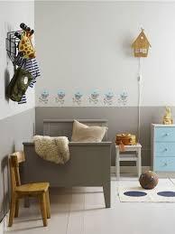 frise pour chambre chambre enfant gris taupe et bleu avec frise peinte sur mur