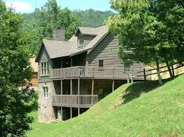 ponderosa close to dollywood with free wifi vrbo beautiful multilevel log cabin with 2 gathering areas and 2 decks