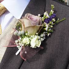 wedding flowers for guests flower etiquette