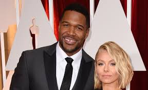 kelly and michael halloween 2017 kelly ripa explains michael strahan u0027s early departure from u0027live