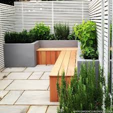Small Back Garden Ideas 15 Ways To Decorate A Fence With Planters Garden Club Modern