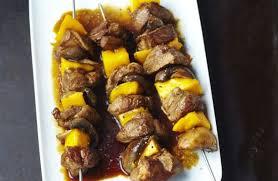 cuisiner la mangue brochettes d agneau caramélisées à la mangue et aux chignons