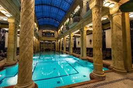 bagno termale e piscina széchenyi guida alle terme di budapest