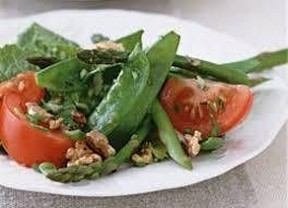 cuisiner des pois mange tout salade d asperges pois mange tout et tomates