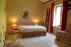 chambre fleurie chambre familiale en maison d hôtes écologique pour des séjours