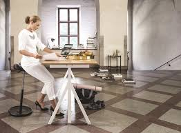 stehhilfe küche move light variér stehhilfe pendelhocker sonderpreis ergonomisch
