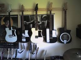 guitar wall hanger 4 steps with pictures