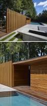 Sichtschutz Fur Dusche Modernes Poolhaus Aus Holz Mit Dusche Und Umkleideraum In Kanada