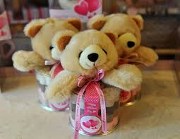 big valentines day teddy bears survey says women don t want a big teddy for valentines day