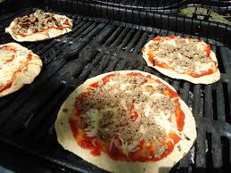 Fire Pit Pizza - how to make pizza on the grill heavenly homemakers