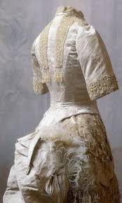 robe de mariã e beige robes et chaussures de la tsarine alexandra romanov dona russie
