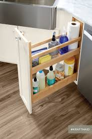 this pull out simplifies the search for the cleaning products in