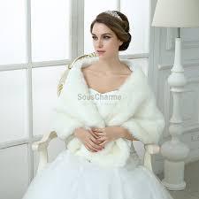 cape mariage de mariée hiver en fausse fourrure épaisse ivoire épaules dénudées