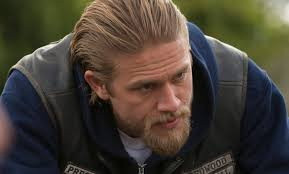 how to get thecharlie hunnam haircut what does sons of anarchy star charlie hunnam love about