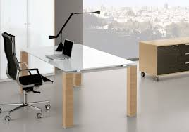 bureau en verre blanc bureaux direction verre cube glass présenté avec un plateau en