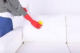 nettoyer canapé simili cuir blanc comment enlever des traces de jean déteint sur un canapé en simili