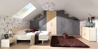 schlafzimmer mit dachschrge dekoration farbe für dachschrä komfortabel auf moderne deko