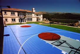 Backyard Basketball Court Ideas by Check Out This Backyard Court Perfect For The Basketball And