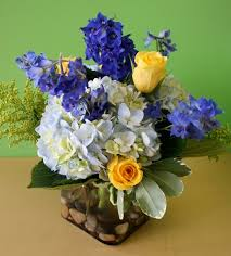 White Rose Centerpieces For Weddings by Best 25 Blue Wedding Flower Arrangements Ideas On Pinterest