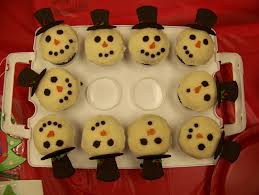 near to nothing ideas for decorating your christmas desserts