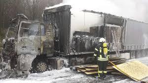 Feuerwehr Bad Hersfeld Lastwagen Abgebrannt Erhebliche Behinderungen Auf Der A7 Zwischen
