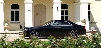 roll royce ghost all black rolls royce ghost black badge u201c testas kita automobilių dimensija