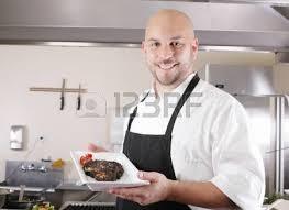 sexe dans la cuisine chef de femme présentant des aliments dans la cuisine banque d